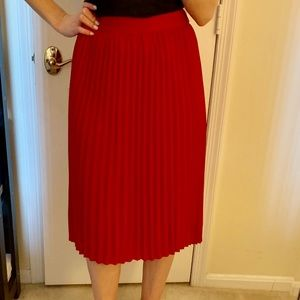 Dresses & Skirts - Red pleated midi skirt